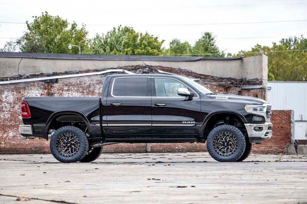 Rough Country 5IN RAM SUSPENSION LIFT KIT (2019 RAM 1500 4WD   AIR RIDE)