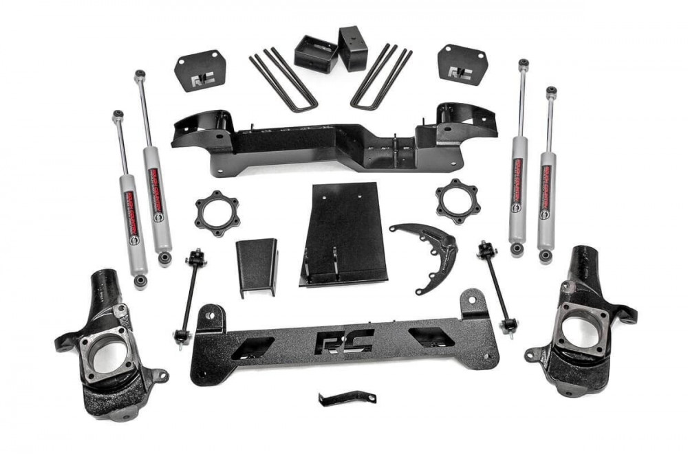 """Rough Country 6"""" GM Suspension Lift Kit (01-06 1500HD 4WD)"""
