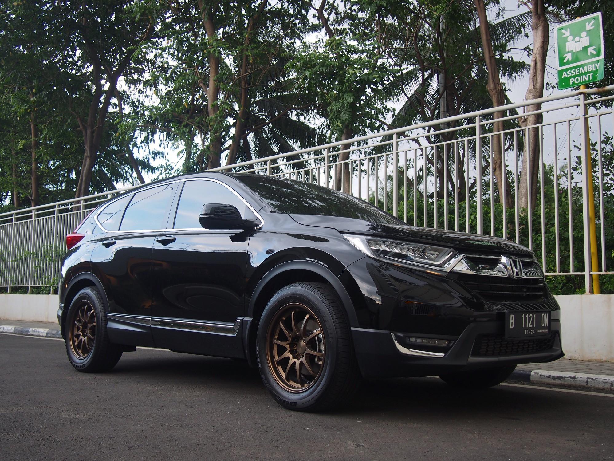 Honda CR-V with aftermarket wheels