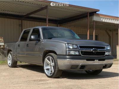 """2006 Chevrolet Silverado 1500 - 22x9.5 25mm - Strada Coda - Level 2"""" Drop Rear - 265/40R22"""