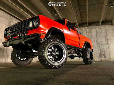 """1978 Dodge W200 - 20x14 -76mm - Fuel Maverick D538 - Suspension Lift 9"""" - 37"""" x 12.5"""""""