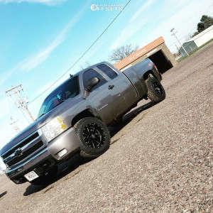 2007 Chevrolet Silverado 1500 - 18x10 -24mm - Moto Metal Mo962 - Stock Suspension - 265/65R18