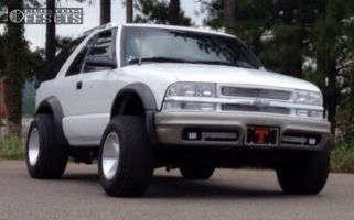 2001 Chevrolet Blazer - 15x10 -42mm - Mangle N/A - Stock Suspension - 255/70R15
