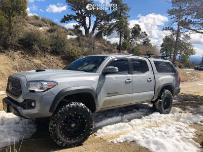 2018 Toyota Tacoma - 18x9 -12mm - XD Grenade - Leveling Kit - 275/65R18