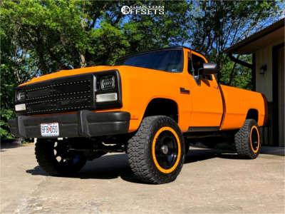 """1991 Dodge W250 - 20x10 -24mm - Mickey Thompson Classic Baja Lock - Stock Suspension - 33"""" x 12.5"""""""