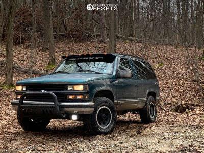 "1995 Chevrolet Tahoe - 16x10 -25mm - Mickey Thompson Classic Baja Lock - Stock Suspension - 33"" x 75"""