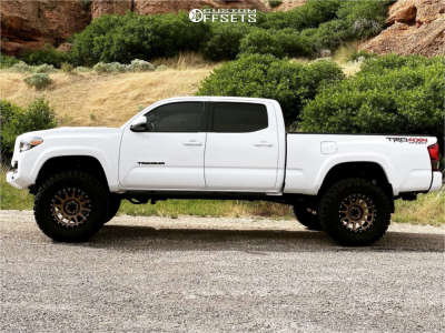 "2018 Toyota Tacoma - 18x9 -12mm - Method Nv - Suspension Lift 6"" - 35"" x 12.5"""