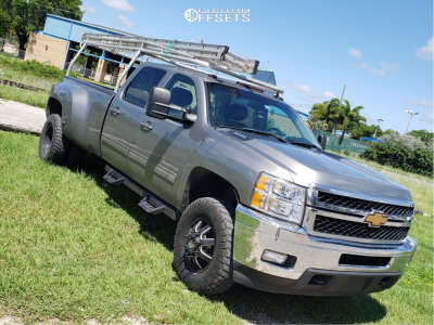 "2013 Chevrolet Silverado 3500 HD - 17x10 -24mm - Fuel Maverick - Leveling Kit - 33"" x 11.5"""