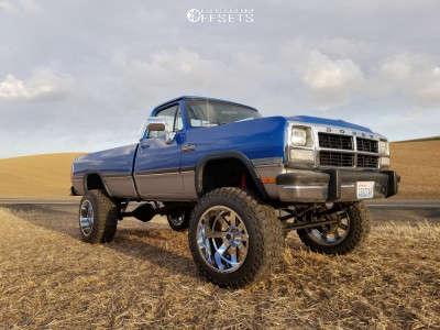 "1993 Dodge W250 - 22x14 -76mm - Moto Metal Mo962 - Suspension Lift 6"" - 37"" x 13.5"""