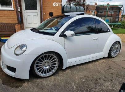 2003 Volkswagen Beetle - 19x8.5 35mm - Rotiform Ind-t - Coilovers - 225/35R19