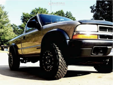 """1999 Chevrolet S10 - 15x8 -18mm - Fuel Lethal - Stock Suspension - 31"""" x 10.5"""""""