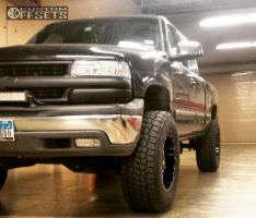 "2002 Chevrolet Silverado 1500 - 18x10 -24mm - Moto Metal MO962 - Suspension Lift 6"" - 35"" x 12.5"""