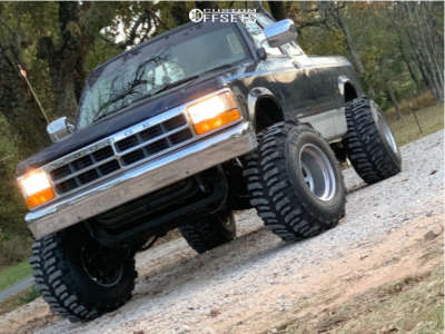 """1994 Dodge Dakota - 15x14 -38mm - Bassett Bassett - Leveling Kit & Body Lift - 33"""" x 14"""""""