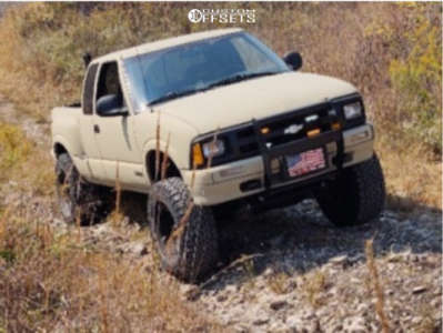 """1997 Chevrolet S10 - 15x8 0mm - American Racing Outlaw Ii - Suspension Lift 6"""" - 33"""" x 12.5"""""""