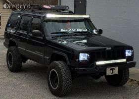 """1999 Jeep Cherokee - 15x8 -22mm - Mickey Thompson Classic Baja Lock - Suspension Lift 3.5"""" - 30"""" x 9.5"""""""