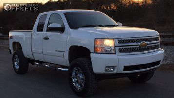 "2007 Chevrolet Silverado 1500 - 18x9 18mm - Moto Metal MO951 - Suspension Lift 6"" - 305/65R18"
