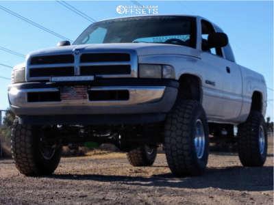 """1999 Dodge Ram 1500 - 15x10.5 -25mm - Pro Comp 69 - Suspension Lift 5"""" - 315/12.5R15"""
