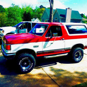 """1988 Ford Bronco - 15x10 44mm - Mickey Thompson Bullet Hole - Suspension Lift 4"""" - 33"""" x 12.5"""""""