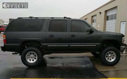 "2003 Chevrolet Suburban - 17x8.5 -6mm - Level 8 Tracker - Suspension Lift 6"" - 35"" x 12.5"""