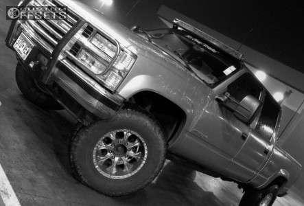2000 Chevrolet K2500 - 17x9 -12mm - Helo He791 - Leveling Kit & Body Lift - 315/70R17