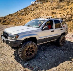 """2002 Jeep Grand Cherokee - 17x9 -12mm - Rock Trix RT112 - Suspension Lift 4.5"""" - 32"""" x 12.5"""""""