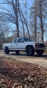 "1994 Chevrolet C2500 - 18x10 -24mm - Moto Metal Mo970 - Leveling Kit - 33"" x 75"""