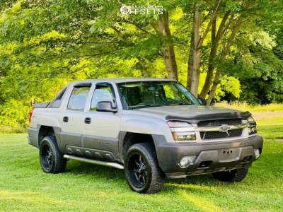 "2005 Chevrolet Avalanche 1500 - 20x10 -44mm - Moto Metal Mo970 - Stock Suspension - 32"" x 10.5"""