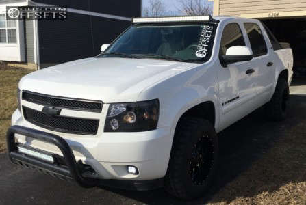 2008 Chevrolet Avalanche - 18x10 -24mm - Moto Metal Mo970 - Leveling Kit - 275/65R18