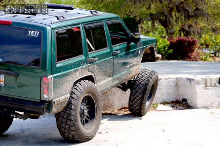 "2001 Jeep Cherokee - 18x9 -12mm - Raceline Injector - Suspension Lift 6.5"" - 35"" x 12.5"""