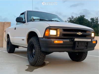 "1995 Chevrolet S10 - 15x8 -19mm - Vision Soft 8 - Air Suspension - 30"" x 9.5"""