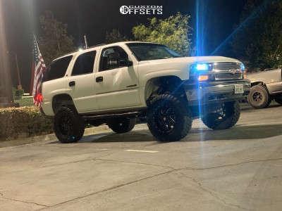 """2001 Chevrolet Tahoe - 18x10.5 0mm - Pro Comp 01 - Suspension Lift 6"""" - 33"""" x 12.5"""""""
