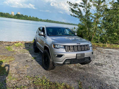 """2017 Jeep Grand Cherokee - 18x9 0mm - Helo He909 - Suspension Lift 2.5"""" - 285/65R18"""