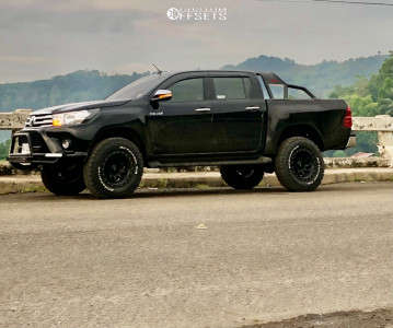 """2017 Toyota Hilux - 17x8 -10mm - Stealth Custom Series Ray 10 - Leveling Kit - 32"""" x 10.5"""""""
