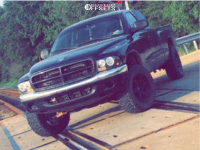 "2001 Dodge Dakota - 17x9 0mm - Level 8 Mk 6 - Stock Suspension - 31"" x 10.5"""