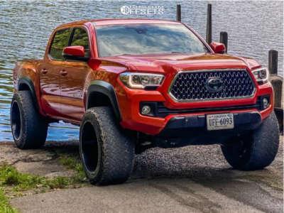 "2018 Toyota Tacoma - 22x14 -76mm - Hostile Sprocket - Suspension Lift 3.5"" - 35"" x 14"""
