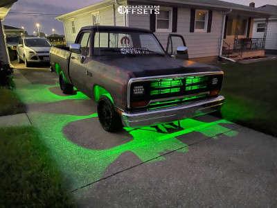 "1989 Dodge D150 - 18x9.5 0mm - Vision Rocker - Stock Suspension - 29"" x 10.5"""