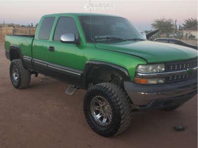 "2002 Chevrolet Silverado 2500 HD - 19x10 -12mm - American Offroad Renegade - Suspension Lift 7"" - 35"" x 12.5"""