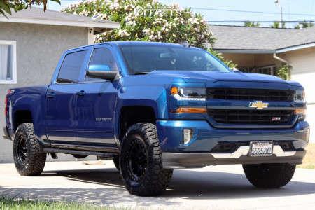 "2018 Chevrolet Silverado 1500 - 17x8.5 0mm - Method Mr305 - Suspension Lift 3"" - 295/70R17"
