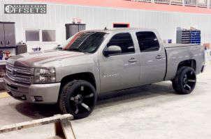 2013 Chevrolet Silverado 1500 - 22x12 -44mm - XD Rockstar II - Leveling Kit - 305/40R22
