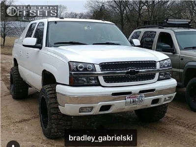 """2005 Chevrolet Avalanche - 20x12 -44mm - Moto Metal MO962 - Leveling Kit - 33"""" x 12.5"""""""