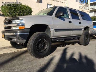 "2005 Chevrolet Suburban - 17x8.5 0mm - Method Standard - Suspension Lift 6"" - 35"" x 12.5"""