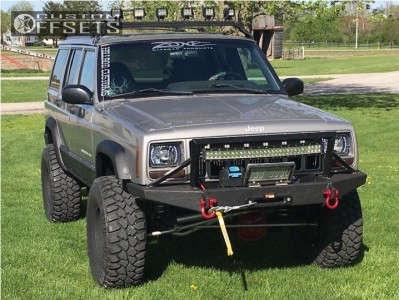 "2000 Jeep Cherokee - 15x8 -19mm - Pro Comp Series 69 - Suspension Lift 4.5"" - 32"" x 11.5"""