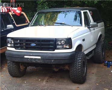 "1995 Ford Bronco - 15x10 -45mm - Mickey Thompson Classic Baja Lock - Suspension Lift 4"" - 33"" x 12.5"""