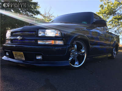 2000 Chevrolet S10 - 18x8 0mm - Ridler Style 695 - Lowered 4F / 6R - 245/40R18