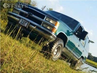 1997 Chevrolet Tahoe - 16x8 0mm - American Racing Baja - Stock Suspension - 285/75R16