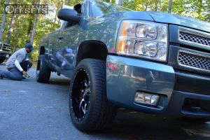 2007 Chevrolet Silverado 1500 - 20x10 -24mm - Moto Metal Mo970 - Leveling Kit - 295/45R20