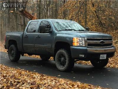 """2008 Chevrolet Silverado 1500 - 18x9 -12mm - Fuel Hostage - Suspension Lift 4"""" - 275/65R18"""