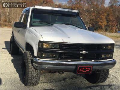"""1998 Chevrolet K1500 - 15x10 -44mm - Pro Comp Series 51 - Suspension Lift 2.5"""" - 33"""" x 12.5"""""""
