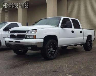"""2005 Chevrolet Silverado 1500 - 22x9.5 18mm - Xd Badlands - Suspension Lift 4"""" - 35"""" x 12.5"""""""