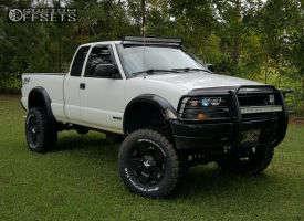 "2002 Chevrolet S10 - 17x8 10mm - XD Rockstar - Suspension Lift 6"" - 305/65R17"